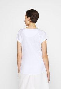 CLOSED - WOMEN´S - Basic T-shirt - white - 2