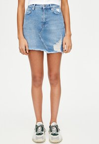 PULL&BEAR - MIT KETTENPRINT - Denim skirt - blue - 0