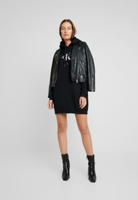 Calvin Klein Jeans - MONOGRAM HOODIE DRESS - Neulemekko - black beauty