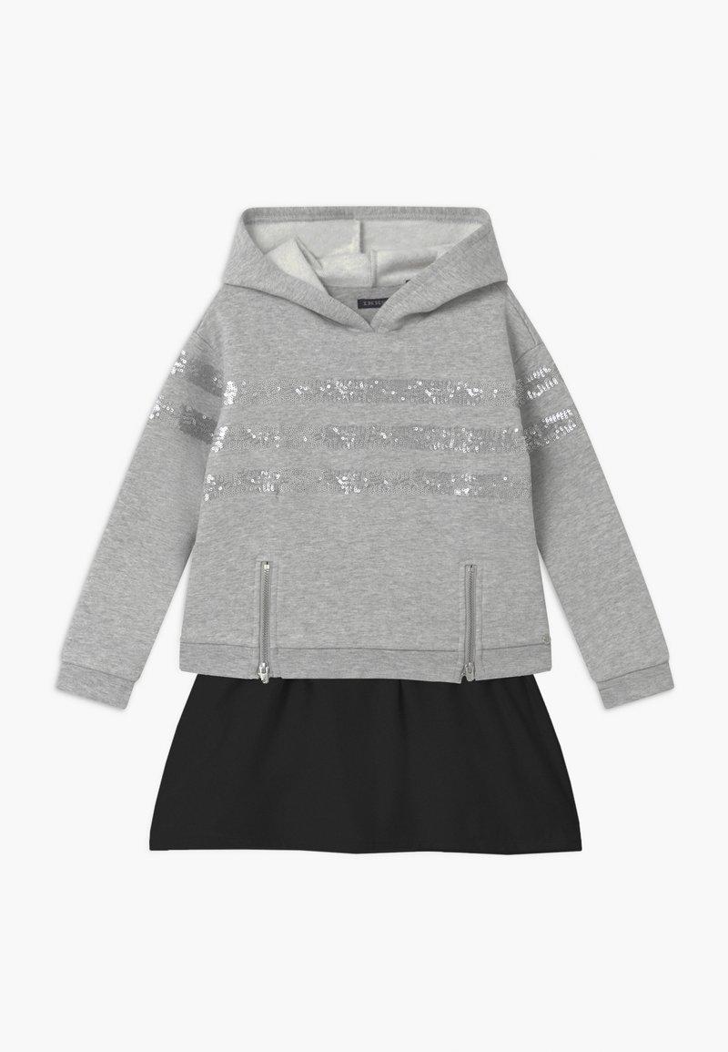 IKKS - SEQUINSTRIPE HOOD - Denní šaty - gris
