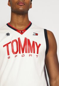 Tommy Hilfiger - BASKETBALL ICONIC TANK - Funktionsshirt - white - 5