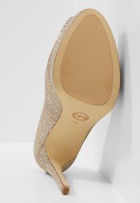 MICHAEL Michael Kors - ERIKA PLATFORM - Peeptoe heels - silver/sand - 6