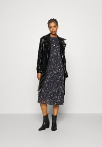Vero Moda - VMSYLVIA CALF DRESS - Kjole - navy blazer