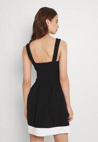 WAL G. - TILULA SKATER DRESS - Denní šaty - black/white - 2