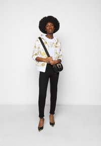 Versace Jeans Couture - LADY - Print T-shirt - optical white/gold - 1