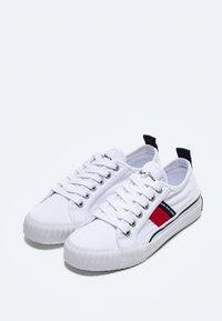 Pepe Jeans - OTTIS - Trainers - blanco - 2