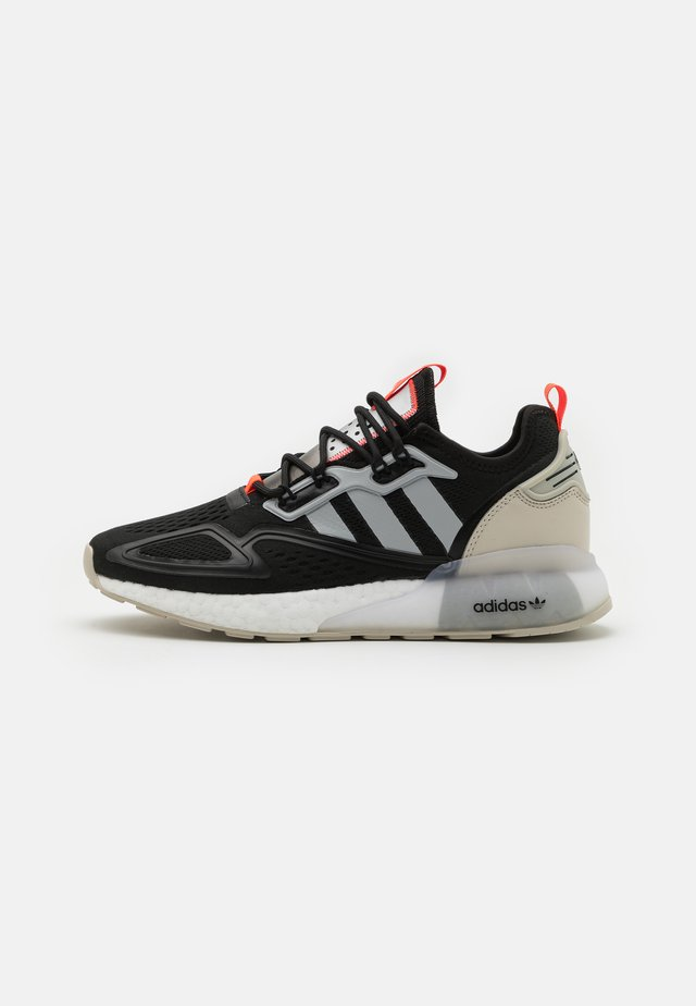 ZX 2K BOOST UNISEX - Sneakersy niskie - core black/clear onix/clear brown