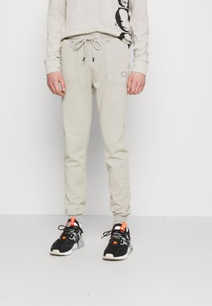 ESSENTIAL DISTRESSED - Tracksuit bottoms - washed powder grey