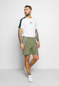 adidas Performance - MIX SHORT - Krótkie spodenki sportowe - green/white - 1