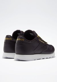 Reebok Classic - CLASSIC LEATHER SHOES - Trainers - red - 3