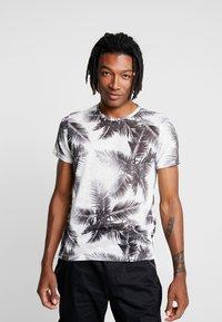 Piazza Italia - MALTU - T-shirt z nadrukiem - white - 0