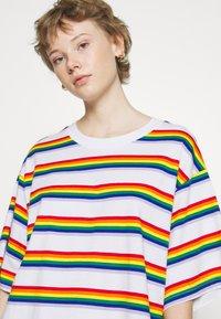 Monki - TORI TEE - T-shirts med print - white - 4