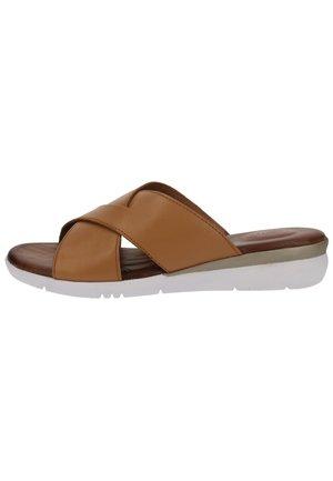 Slippers - cognac 305