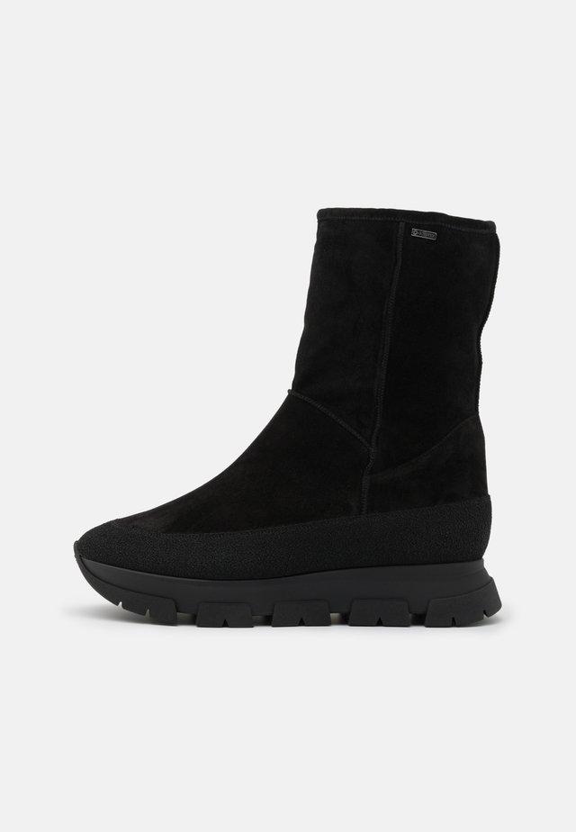 Kotníkové boty na platformě - schwarz