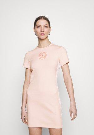 Pouzdrové šaty - orange pearl/terra blush