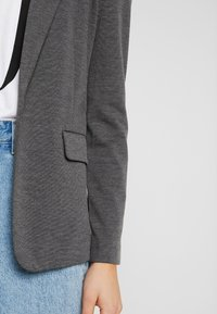 Vero Moda - VMNINA BOX - Blazer - dark grey melange - 6