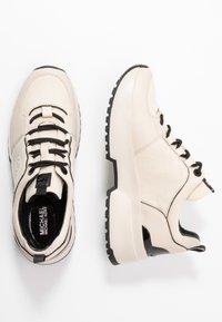 MICHAEL Michael Kors - COSMO TRAINER - Sneakers - ecru - 3