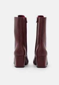 Monki - VEGAN THELMA BOOT - Lace-up boots - whine red - 3