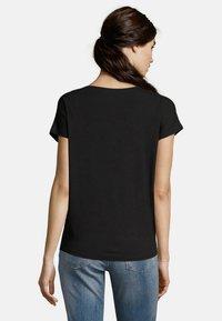 Betty & Co - Basic T-shirt - black - 2