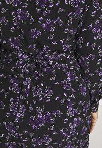 Fashion Union Plus - FLORAL BUTTON THROUGH DRESS WITH WAIST TIE - Day dress - black base purple floral - 5