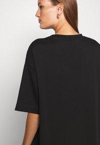 ARKET - Basic T-shirt - black dark - 6