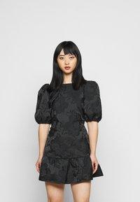 Miss Selfridge Petite - DAISY TIERRED MINI DRESS - Vapaa-ajan mekko - black - 0