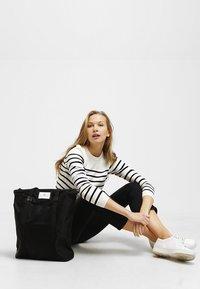 DAY Birger et Mikkelsen - DAY GWENETH - Shoppingveske - black - 1