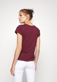 Abercrombie & Fitch - LONG LIFE LOGO  - Print T-shirt - burg - 2
