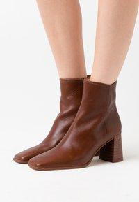 Shoe The Bear - AGATA  - Støvletter - tan - 0