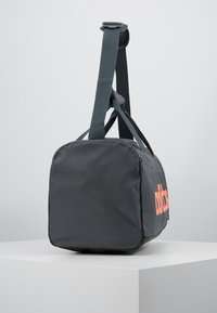 adidas Performance - ESSENTIALS LINEAR SPORT DUFFEL BAG UNISEX - Sportväska - grey six/black/silver grey core - 3
