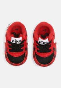Nike Sportswear - FORCE 1 CRIB - Babyschoenen - red/white/black - 3