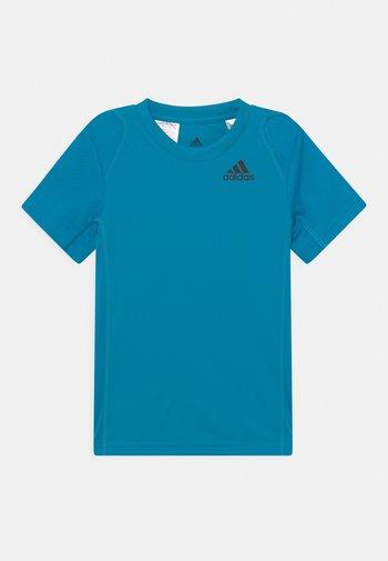 CLUB UNISEX - Print T-shirt - sonic aqua/black