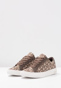 DKNY - COURT - Trainers - chino - 4