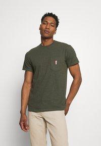 REVOLUTION - LOOSE FIT POCKET - Basic T-shirt - army melange - 0