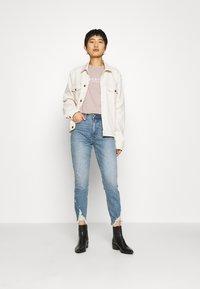 Abercrombie & Fitch - PARIS LOGO TEE  - T-shirt imprimé - pink - 1
