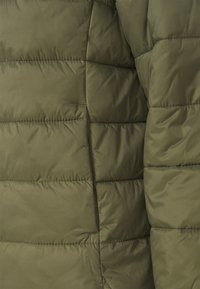 ONLY - ONLSANDIE QUILTED JACKET - Light jacket - kalamata - 7