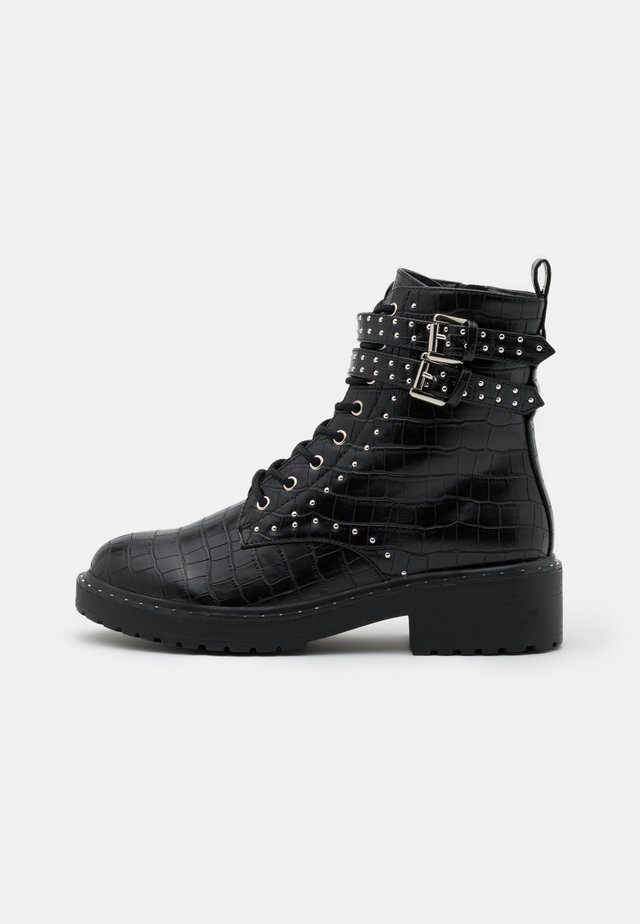MAJESTIC STUD LACE UP BOOT - Cowboy/biker ankle boot - black