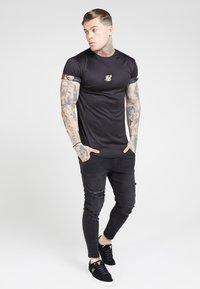 SIKSILK - T-shirt con stampa - black - 1
