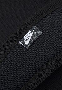 Nike Sportswear - ELEMENTAL UNISEX - Rucksack - black/white - 3