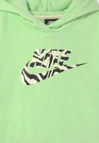 Nike Sportswear - CROP HOODIE  - Sweatshirts - vapor green - 2