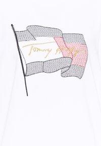 Tommy Hilfiger - REGULAR FLAG - Sweatshirt - white - 2
