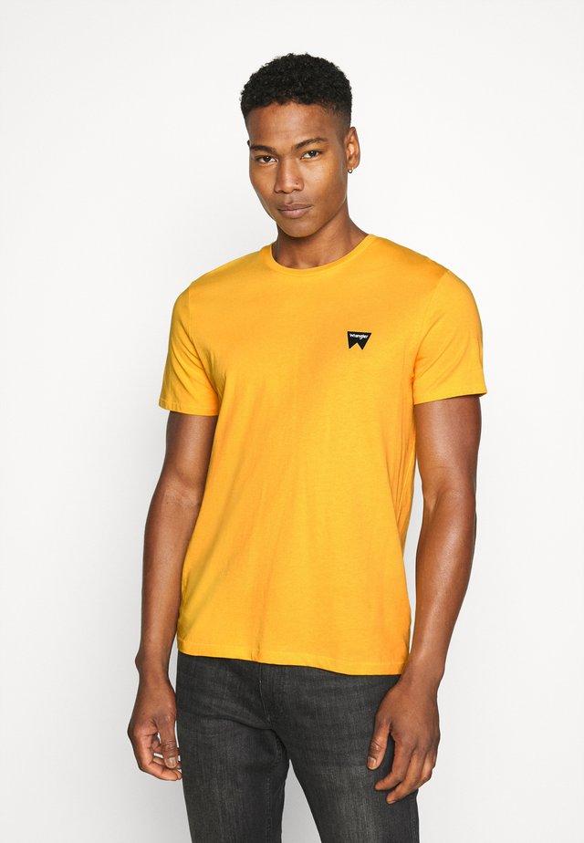 SIGN OFF  - T-shirt basic - golden rod