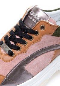 KUNOKA - UGLY - Sneakers laag - pink - 4
