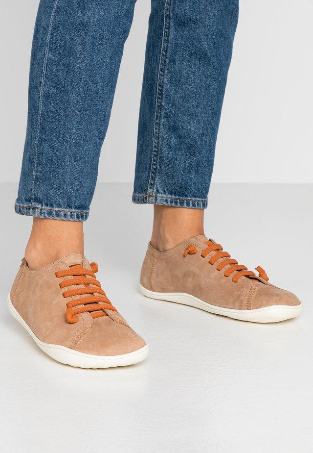 PEU CAMI - Zapatos con cordones - dark beige