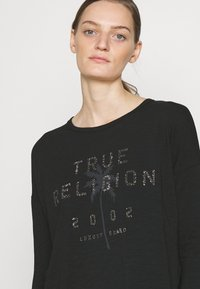 True Religion - BOXY CREW NECK  PALM TREE BLACK - Top sdlouhým rukávem - black - 4