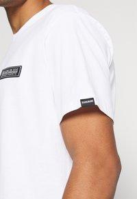 Napapijri The Tribe - PATCH UNISEX - Print T-shirt - bright white - 4