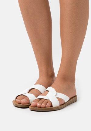 REALM - Sandalias planas - white