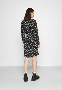 Vero Moda - VMSAGA COLLAR SHIRT DRESS  - Shirt dress - black/dara - 2
