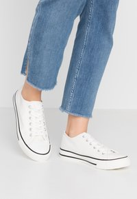 Dorothy Perkins - ICON - Baskets basses - white - 0