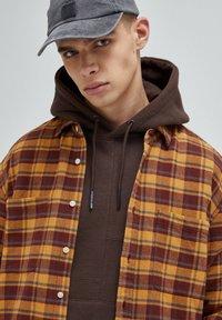 PULL&BEAR - Skjorta - mottled brown - 3